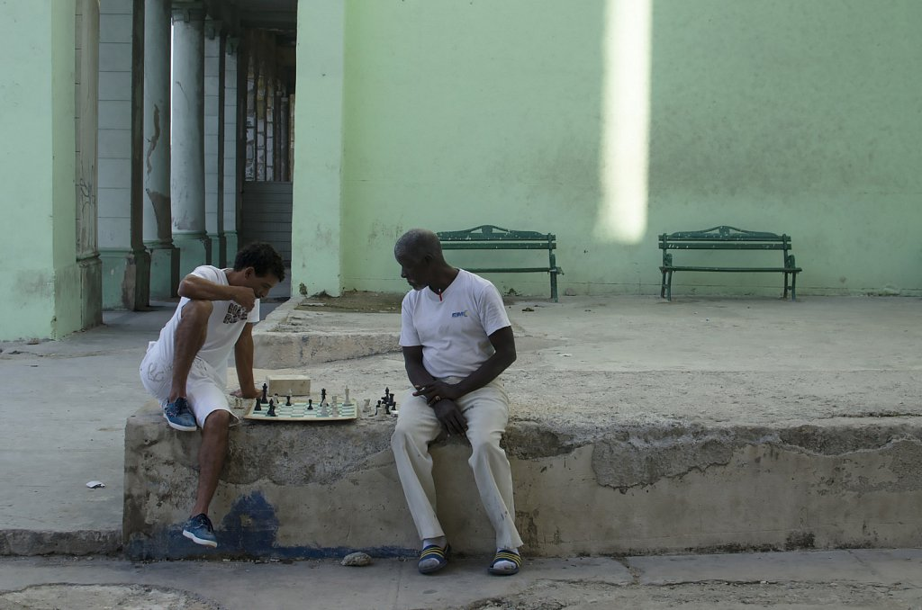 Playing chess at Malecon, Havanna