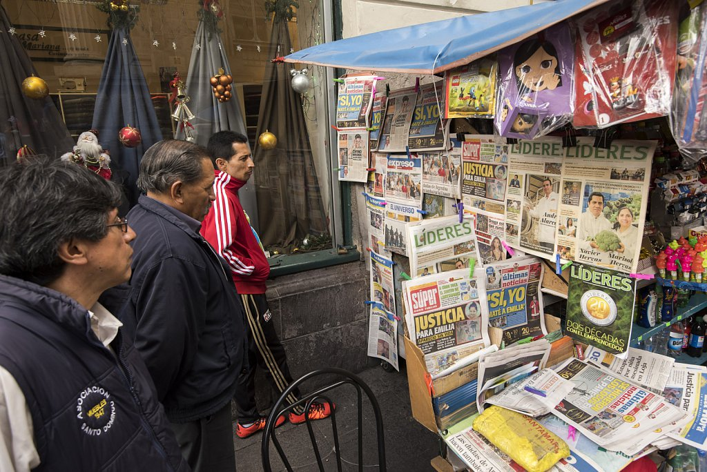 Quito - Reading the news