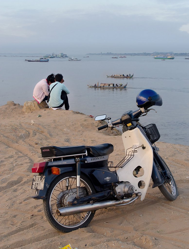 Chillin at inflow of Tonle Sap river into Mekong in Phnom Penh