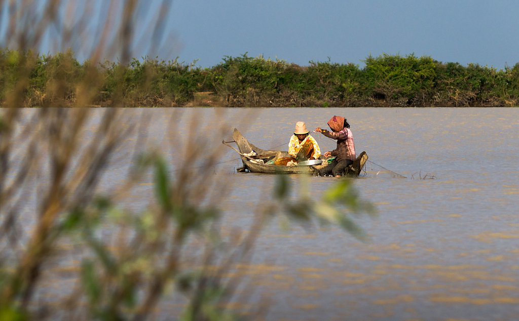 Fishing on Tonle Sap lake