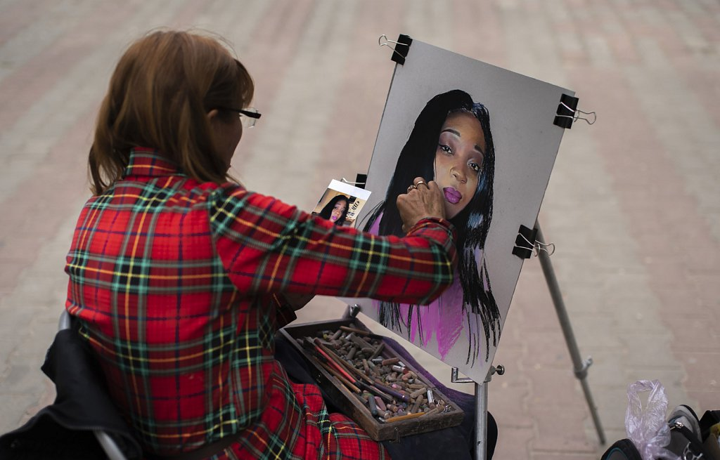 Painting portraits on Cathedral square
