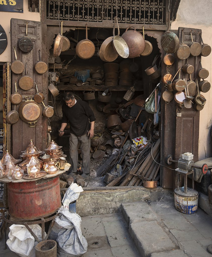 Fes: (Work) shop at bronze market in old town