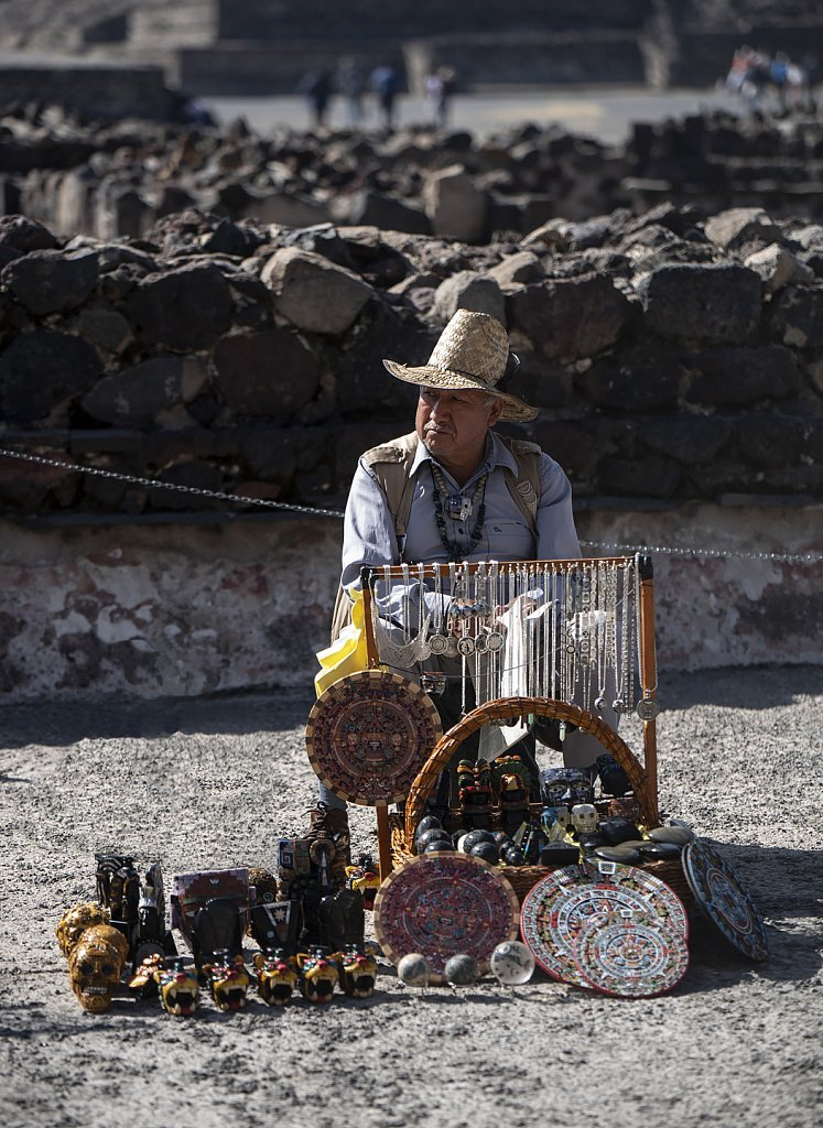 Waiting for business 2, Teotihuacan